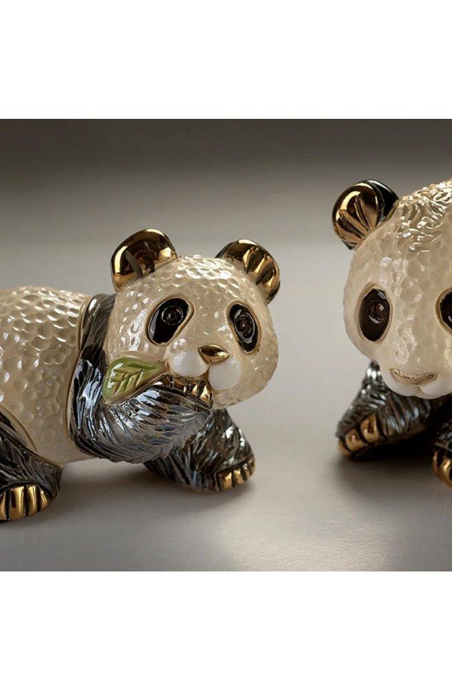 Фигурка De Rosa Rinconada Families Медвежонок Панда с Листиком Dr303f-13